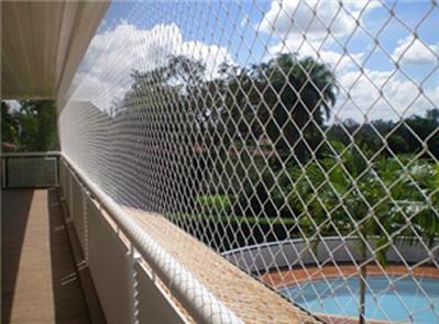 lo que necesito cubrir son por una parte una terraza de de largo por de alto y por otra una terraza de de largo por de alto